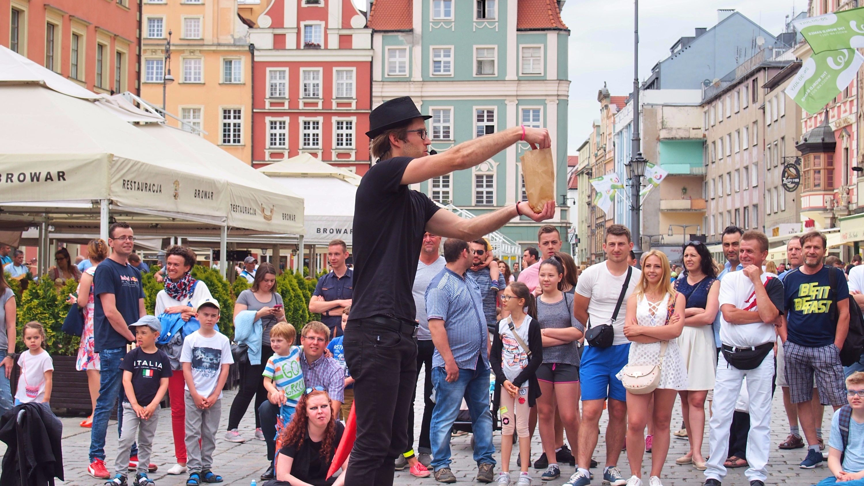 wroclaw street performers